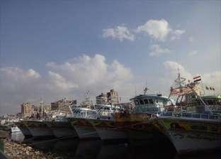 """تونس توقف 16 صيادا مصريا بتهمة """"الصيد المخالف"""" بمياهها الإقليمية"""