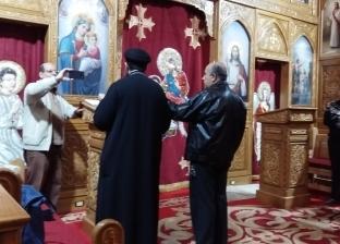 الأقباط يؤدون صلاة التسبيح في رأس السنة.. القمص بولا: نصلي لأجل السيسي