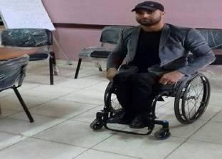 قف لـ«محمد» ووفّه التبجيلا: يصعد السلم على يديه ويُدرس 30 حصة أسبوعياً