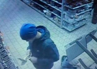 بالصور| روسي يقطع إصبعه بسبب فشله في شراء هاتف محمول