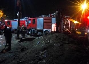 بالصور  8 سيارات إطفاء للسيطرة على حريق في مصنع بأبو حماد
