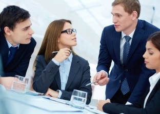 """""""تحس إنك متراقب وهتشيل شغلها"""".. 5 أسباب تجعلك لا تتزوج من زميلات العمل"""