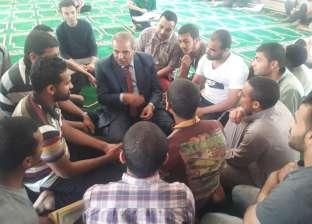 المحرصاوي يتوسط طلاب المدينة الجامعية في «حوار مفتوح» عقب الصلاة