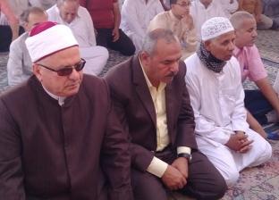 رئيس مدينة رأس سدر يؤدي صلاة عيد الفطر بساحة مسجد قباء