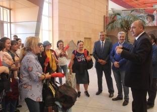 بالصور| وصول اول رحلة طيران من اذربيجان لمطار شرم الشيخ تحمل 160 سائحا