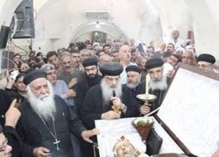 آلاف الأقباط والمسلمين يشيعون جثمان شيخ كهنة الأقصر
