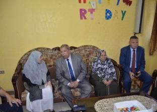 بالصور | محافظ الإسماعيلية يزور نزلاء دار الضيافة لرعاية المسنين