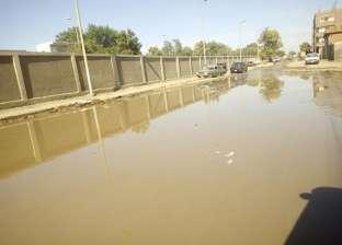 مياه الصرف تؤثر على الحركة المرورية بأسوان.. ومسؤول: الدفع بسيارات شفط