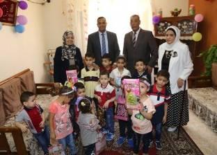 سكرتير عام المنوفية يوزع العيدية والهدايا على الأطفال بدار أيتام