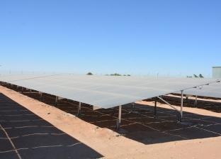 تركيب 4 محطات طاقة شمسية لإنارة الوحدات المحلية بالوادي الجديد