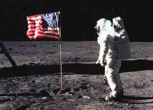 صور جديدة تشكك في هبوط نيل أرمسترونج على سطح القمر