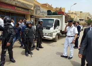 بالصور| أمن الجيزة يشن حملة لإزالة الإشغالات بالمنطقة الأثرية في الهرم