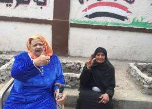 """استفتاء 7 الصبح.. مريم وياسمين صديقتا الصندوق: """"أول ناس في اللجنة"""""""