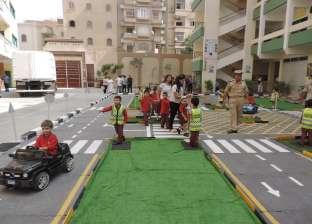 بالصور| إنشاء مدينة مرورية متنقلة للأطفال في مدرسة بالفيوم