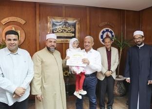 محافظ السويس يكرم 20 شابا من حفظة القرآن الكريم