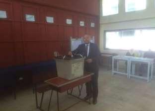 """نائب محافظ القاهرة يصوت على التعديلات الدستورية في """"كلية النصر"""""""