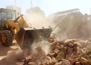 إزالة التعديات على ترعة الصرف بقرية الشواولة في سوهاج