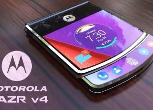 """""""موتورولا"""" تعيد إصدار هاتفها القابل للطي """"رازر"""".. وتنافس """"أبل"""" من جديد"""