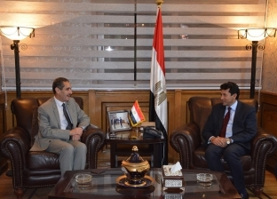 وزير الشباب والرياضة يلتقى رئيس جامعة قناة السويس