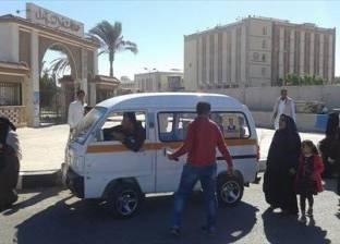 بالصور| سيارات لنقل وتوجيه الناخبين بالدائرة الثانية في جنوب سيناء
