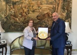 جامعة مدينة السادات تكرم حرم الرئيس الراحل