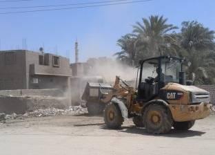 إزالة 12 منزلا و42 سورا و8 آبار مياه تعديات على أراضي الدولة بمطروح