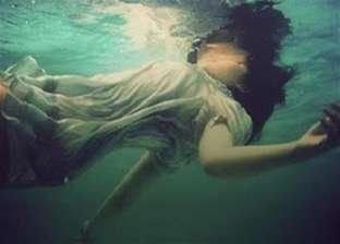 انتشال جثة فتاة بعد غرقها في نهر النيل بإمبابة