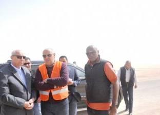 محافظ أسوان يتفقد مشروع الطاقة الشمسية في بنبان