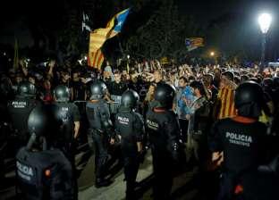 بالفيديو| مواجهات عنيفة بين الشرطة الإسبانية ومتظاهرين في برشلونة