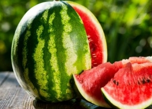 منها الغثيان والإسهال.. كيف تفرق بين تسمم فساد البطيخ وكورونا؟