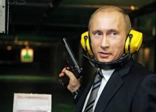 بوتين يختبر بندقية قنص جديدة.. ويطلق 5 رصاصات