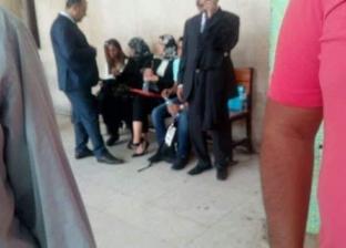 """وصول والدة اللبنانية منى مذبوح لحضور استئناف نجلتها في """"إهانة الشعب"""""""
