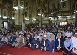 الآلاف يؤدون صلاة العيد بالدقهلية يتقدمهم السكرتير العام وقيادات الأمن