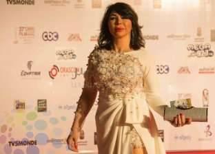 الفنانة غادة إبراهيم تصل محكمة جنح المعادي لحضور محاكمتها
