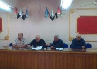 """رئيس """"المحلة"""" يبحث تطوير """"صندفا وأبوشاهين"""" مع لجنة تطوير العشوائيات"""