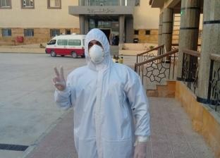 أبطال ضد كورونا.. مسعف يستقبل المصابين ويعقم السيارات: مشوفتش ولادي من 49 يوم