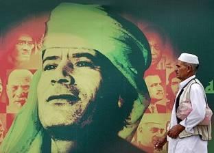 """بالصور  """"بروباجندا العقيد"""".. القذافي سقط بنفس السلاح الذي حكم به ليبيا"""