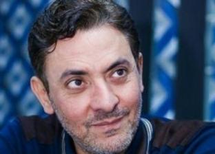 """فتحي عبدالوهاب يصور مشاهد """"لمس أكتاف"""" في البحر الأعظم"""