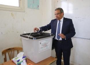 رئيس البريد يدلي بصوته في استفتاء التعديلات الدستورية