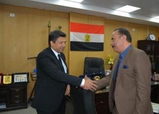 """""""عبدالغفار"""" ورئيس جامعة دمياط يتفقان على تدشين """"اعمل الخير وأنت مطمن"""""""