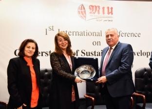 غادة والي تشهد المؤتمر الأول لكلية إدارة الأعمال بجامعة مصر الدولية