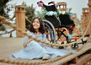 هدية «مصطفى» لطفلة قعيدة: جلسة تصوير بملابس سندريلا