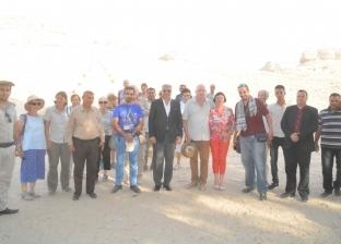 محافظ المنيا: عودة السياحة ورفع كفاءة طريق دير جبل الطير في 2018