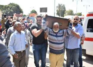 بالصور| وصول جثمان والد خالد سليم لمسجد السيدة نفسية