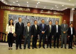 محافظ الأقصر يبحث مع وفد مدينة يانجشتوا الصينية إقامة مصنع للأعلاف