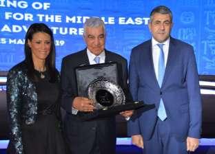 وزيرة السياحة تكرم زاهي حواس على مجهوداته في الترويج لمصر