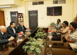 """فطير وجبن وعسل.. إفطار رئيسة برلمان أوغندا مع أهالي """"سيلا"""" بالفيوم"""