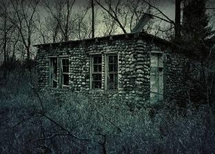 تمثالان يقتلان سيدة داخل منزلها.. الزوج لم يكن يصدق قصص الأوراح