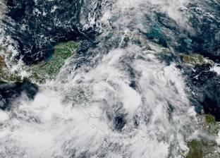 """""""الأرصاد الأمريكية"""": إعصاران نادران في وقت واحد يثيران قلقا علميا"""