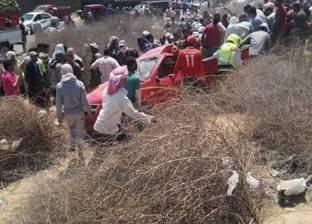 إصابة 13 شخصا في انقلاب سيارة ميكروباص بقنا